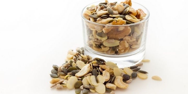 8 Foods That Your Hair Needs and Loves Sunflower seeds