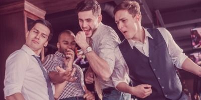 5 Tips to Help You Approach a Man Surrounded by His Buddies